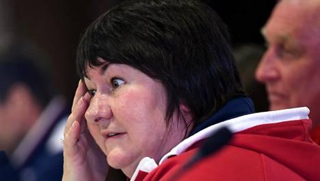 Jelena Välbe on Venäjän hiihtoliiton puheenjohtaja ja myös Venäjän joukkueen johtajana MM-kisoissa.