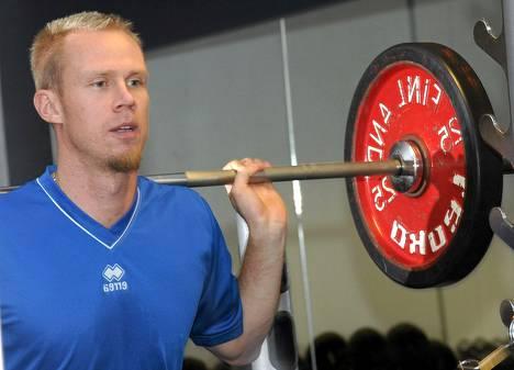 Mikko Esko punttiharjoituksessa maajoukkueen leirillä viime syyskuussa.