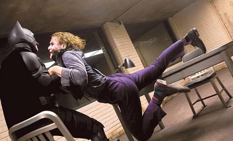 Batman (Christian Bale) <br />ja Jokeri (Heath Ledger) ottavat yhteen Yön ritari -elokuvassa.