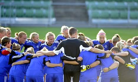 Suomen joukkue kohotti yhteishenkeään harjoituksissaan Halmstadissa tiistaina.