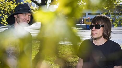 Jaakko Tolvi (vas.) ja Janne Kauppinen perustivat Pöllöt vuonna 2012. Kolmas levy Taas vähään aikaan julkaistiin keväällä.