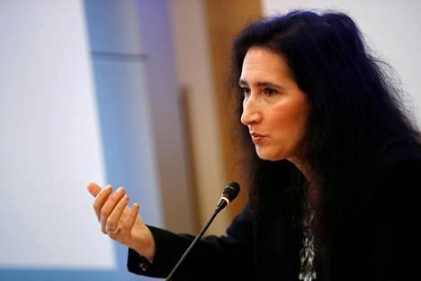 Ranskan kilpailuviraston johtaja Isabelle de Silva tiedotustilaisuudessa keskiviikkona