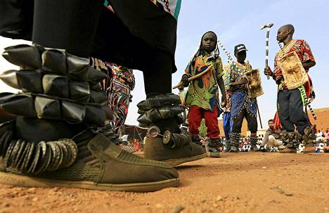 Nuba-heimon jäsenet vaalivat kulttuuriaan Sudanin Omdurmanissa viikonloppuna. Viime viikolla vietettiin maailman alkuperäiskansojen päivää.