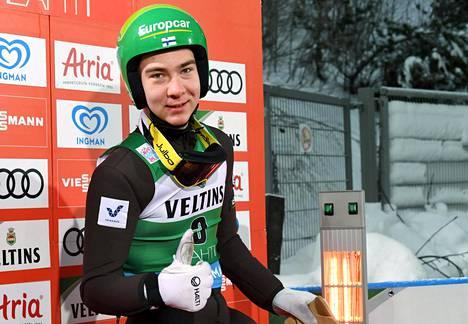 Otto Niittykoski näytti peukkua Lahden maailmancupissa tammikuun lopulla.
