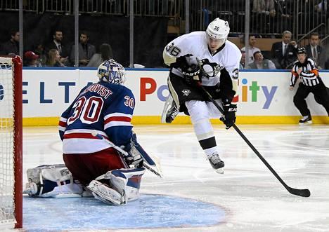 Pittsburgh Penguinsin Jussi Jokinen harhautti maalivahti Henrik Lundqvistin NHL:n pudotuspeleissä.