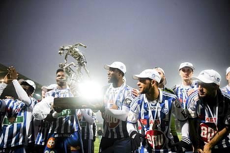 HJK juhli viime kaudella Suomen mestaruutta.