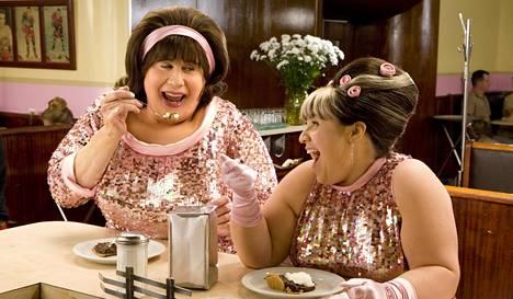 John Travolta näyttelee äitiä ja Nikki Blonsky tytärtä Hairsprayssa.