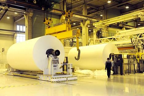Paperikoneet ovat perinteisesti olleet suuria investointeja Suomessa. UPM:n Tervasaaren paperitehdas Valkeakoskella kuvattiin marraskuussa 2009.