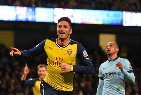 Olivier Giroud juhlii tekemäänsä Arsenalin toista maalia.