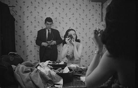 """""""Rosemary Williams: Tanssityttö"""", julkaisematon, arkistoitu maaliskuussa 1949. Eräs Kubrickin suurimmista julkaisematta jääneistä henkilökuvista käsitti noin 700 kuvaa aloittelevasta mallista ja näyttelijästä Rosemary Williamsista."""