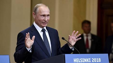 Vladimir Putin huippukokouksen tiedotustilaisuudessa Helsingissä.