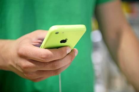 Applen puhelimen salauksen avaamista pyytää nyt isä, joka haluaa saada haltuunsa kuolleen poikansa puhelimen kuvat.