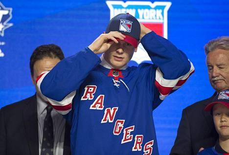 Kaapo Kakko valittiin kakkosvarauksena New York Rangersiin viime vuoden kesäkuussa.