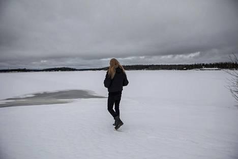 Mieluummin kuin lavalla Antti Hyyrynen on tekemässä pohjatyötä, eli kirjoittamassa, äänittämässä ja säveltämässä.