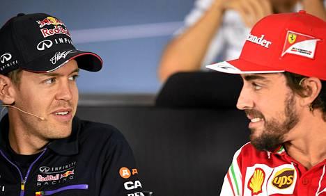 Sebastian Vettel ja Fernando Alonso juttelivat puolitoista kuukaustta sitten Venäjän GP:ssä.