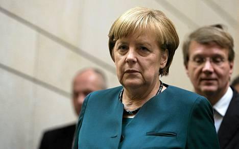 Liittokansleri Angela Merkelin katse kääntyy demareihin, kun hallituneuvottelut vihreiden kanssa katkesivat.