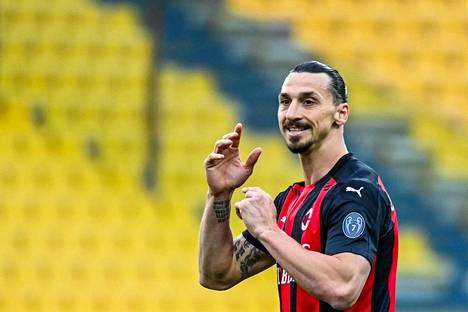 AC Milanin Zlatan Ibrahimovic reagoi ottelussa Parmaa vastaan.