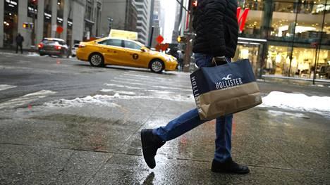 New Yorkin katukuvassa näkyi shoppailijoita helmikuun lopussa. Tammikuun tilastot olivat jo näyttäneet kasvun merkkejä vähittäismyyntimarkkinoilla.
