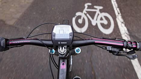 Helsingissä tietyillä yksisuuntaisilla kaduilla voi pian pyöräillä kahteen suuntaan.