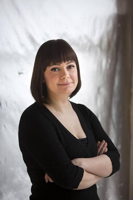 Sanna Karlstöm on julkaissut aiemmin neljä runokokoelmaa.