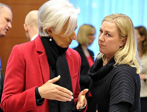 Kansainvälisen valuuttarahaston pääjohtaja Christine Lagarde ja valtiovarainministeri Jutta Urpilainen (sd) keskustelivat ennen kokouksen alkua Brysselissä.
