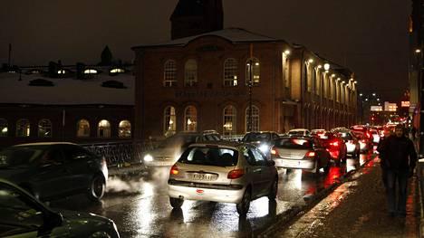 Satakunnankatu Tampereella ruuhkautui keskiviikkona.