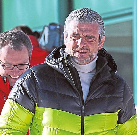 Tallipäällikkö Maurizio Arrivabene lupaa juosta alasti 400 kilometriä, jos Ferrari voittaa neljä osakilpailua.