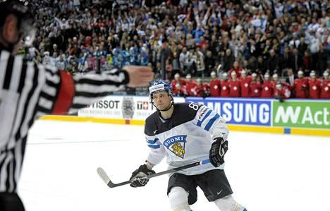 Maailmanmestaruus voidaan joutua ratkaisemaan voittolaukauskisalla. Iiro Pakarinen teki voittolaukauskisan ratkaisseen maalin Sveitsiä vastaan.