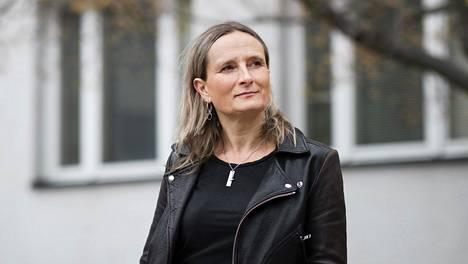 Toimittaja Reetta Rätyä ilahduttaa se, että korona-aikaan ihmiset ovat hakeutuneet median pariin.