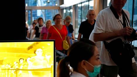Singapore alkoi rajoittaa matkustusta jo tammikuussa, vaikka ei ole missään vaiheessa sulkenut rajojaan täysin.