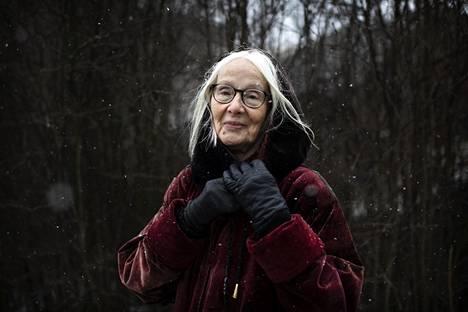 """""""Erilaisuus on voimaa"""", sanoo Kati Peltola. Hän kehottaa eri alojen aktivistiryhmiä tiiviiseen yhteistyöhön."""
