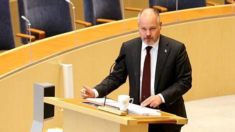 Oikeusministeri Morgan Johansson kuvattuna ruotsin edukunnassa lokakuussa 2020.