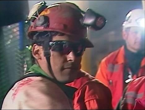 Pelastusoperaatiota seurasivat televisiosta miljoonat ihmiset ympäri maailmaa. Ensimmäisenä nostettiin kaivosmies Florencio Avalos.