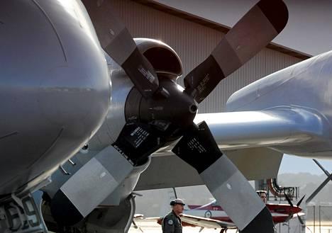Myös Australian ilmavoimien kone havaitsi maanantaina kelluvia esineitä.