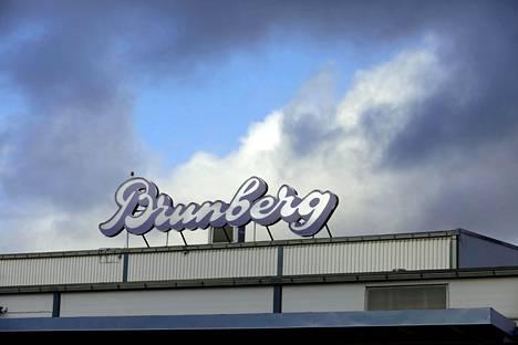 Brunberg aloitti perinteisen makeisen teollisen valmistuksen Porvoossa vuonna 1951. Uusi maku julkaistaan maaliskuussa.