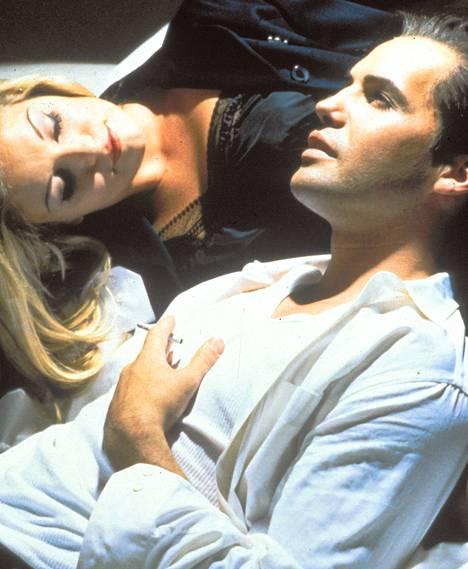 Marty (Billy Zane) ja Lois (Sheryl Lee) tutustuvat kohtalokkain seurauksin.