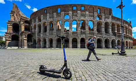 Rooman Kolosseumillakin on käynyt tavanomaista vähemmän turisteja koronapandemian vuoksi. Italia alkoi höllentää rajoituksia kesäkuussa.