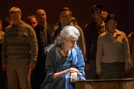 Anne Sofie von Otter Charlotte Andergastin roolissa Sebastian Fagerlundin sävelätmässä Höstsonaten-oopperassa.