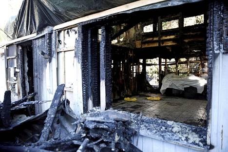 Vaimonsa kuristamisen ja paloittelemisen jälkeen mies sytytti heidän kotinsa tuleen.