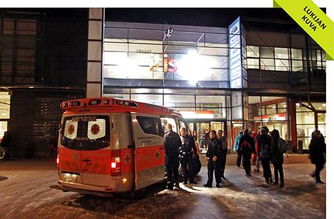 Itäkeskuksessa puukotettiin kahta miestä keskiviikkoiltana. Heidät toimitettiin sairaalahoitoon.