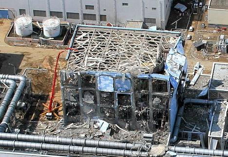 Ilmakuva Fukushiman tuhoutuneesta voimalasta maaliskuussa 2011.
