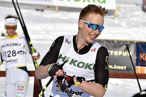 Kari Varis saavutti sunnuntaina uransa kirkkaimman SM-mitalin Perttu Hyvärisen suksilla.
