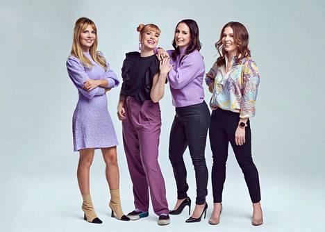 Me Naiset Radion juontajina toimivat muun muassa Jenni Alexandrova, Ida-Liina Huurtela, Alina Kangasluoma ja Elli Collan.
