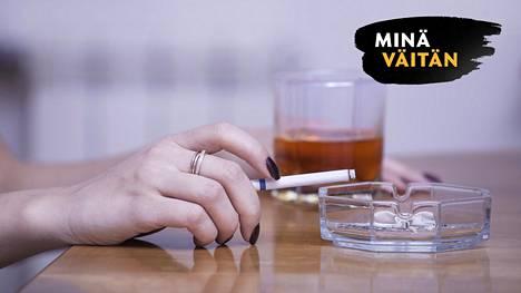 Tupakan suurkuluttajat osallistuvat kansallisiin terveystutkimuksiin muita vähemmän. Tämä vääristää tilastoja, kertoo tuore väitöstutkimus.
