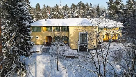 Villa Liipola valmistui vuonna 1937. Sen ulkonäköön otettiin vaikutteita Italian Toscanasta.