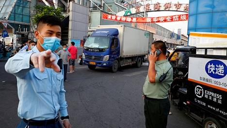 Kiinan viranomaiset ilmoittivat jäljittäneensä uudet koronavirustartunnat pääkaupungissa sijaitsevalle äyriäistorille.