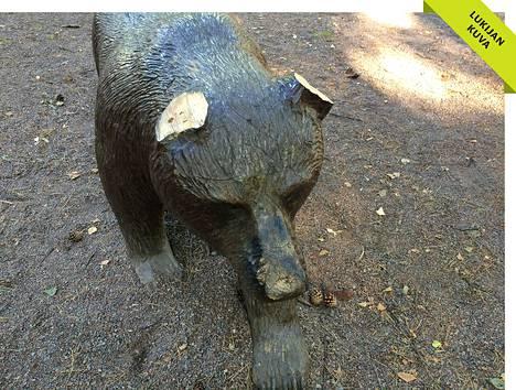 Mellunmäen leikkipuiston karhulta oli leikattu korvat.