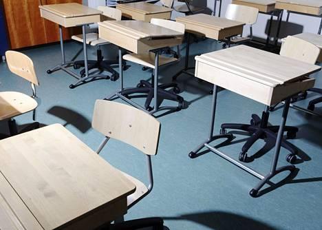 Toinen aste ja peruskoulun yläluokat ovat etäopetuksessa 8.–28. maaliskuuta epidemian kiihtymis- ja leviämisvaiheessa olevilla alueilla.