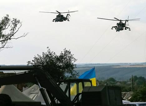 Ukrainan armeijan helikoptereita Slovjanskin kaupungin lähettyvillä tiistaina.