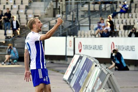 Tim Väyrynen juhli HJK:n maalia Ilves-ottelussa viime viikon lauantaina.